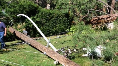 Comcast Teams Continue to Follow After Electrical Teams to Restore Services in Spokane